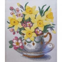 """Картина вышитая  бисером  """"Нарциссы в чашке"""". 42,5х36см"""