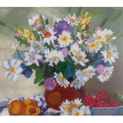Картина вышитая  бисером Букет полевых цветов