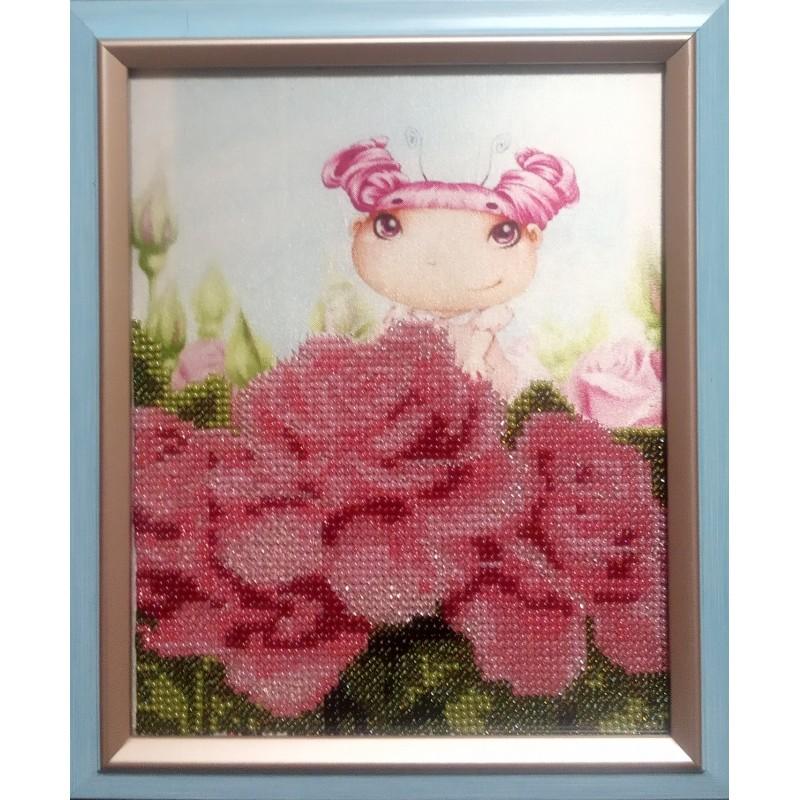 """Картина вышитая  бисером """"Малышка и розы"""""""