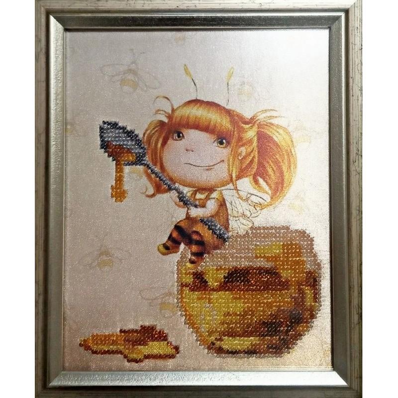 "Картина вышитая  бисером ""Малышка Мед"". 22х18,5см"