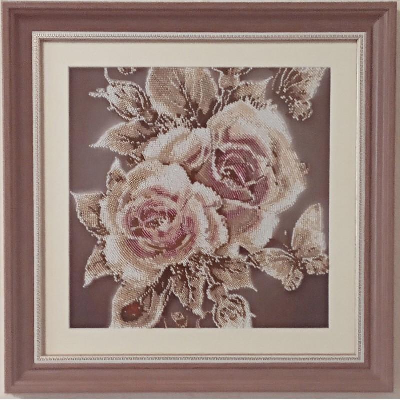 Картина вышитая  бисером Карамельные Розы. 43x43см